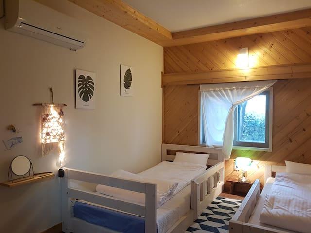 제주 협재해변5분 돌집 1-2인실 돌방 (여성전용) women-only guesthouse