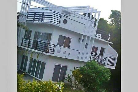 Yama Byu Apartment (sea & mountain view) - Puerto Galera - Leilighet