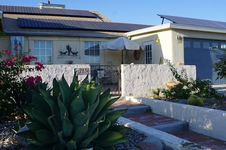 Spacious Vacation Home Close To Downtown, Pool/Spa