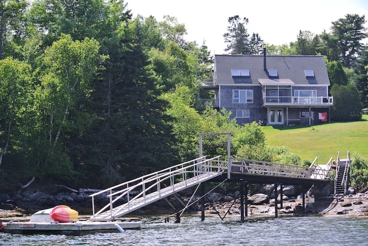 Waterfront Blue Hill house with private dock - Blue Hill - Casa