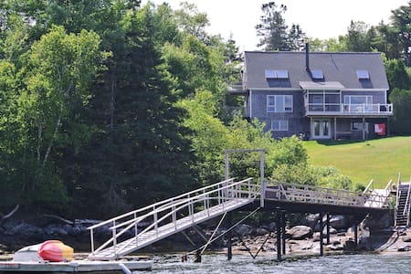 Waterfront Blue Hill house with private dock - Blue Hill