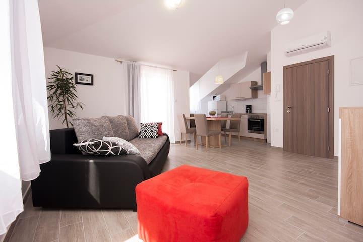 New, one bedroom apartment - Brodarica - Appartement