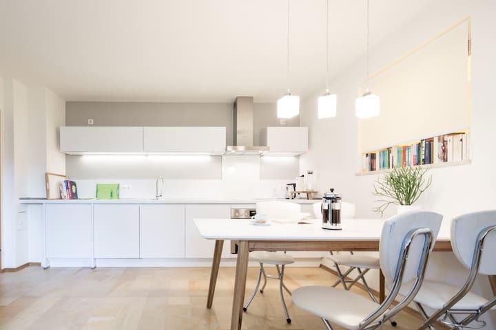 Schönes Terrassen-Appartement - Schondorf am Ammersee - Apartamento