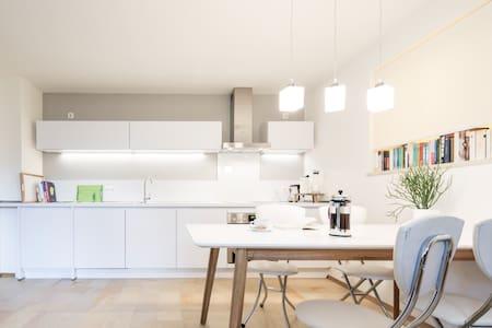 Schönes Terrassen-Appartement - Schondorf am Ammersee - Квартира