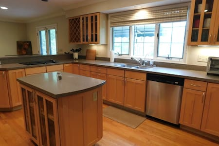 Large, Updated 5/6 BR/5BA w/Theater (Long Term OK)