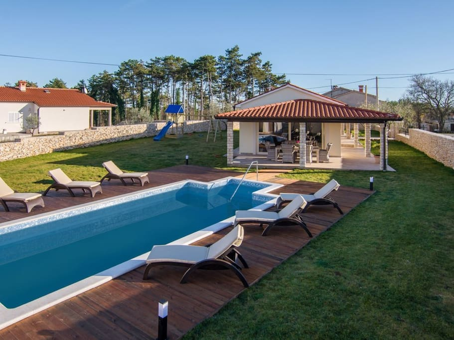 Pool - Exterior