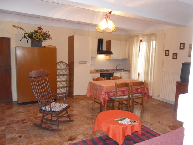 Apartment with pool access - Moasca - Daire