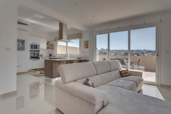 Luxury 2 Bedroom Penthouse in St Julians - Swieqi - Apartemen
