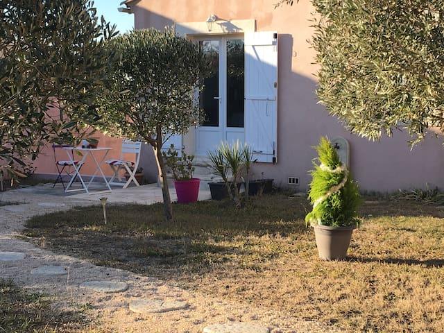 Appartement de charme, 2 pièces, 25m2. 10min Nîmes