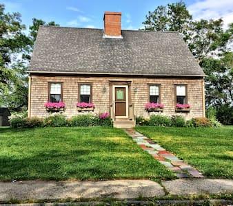 Lovely Cape Cod Style Home - Marshfield - Casa