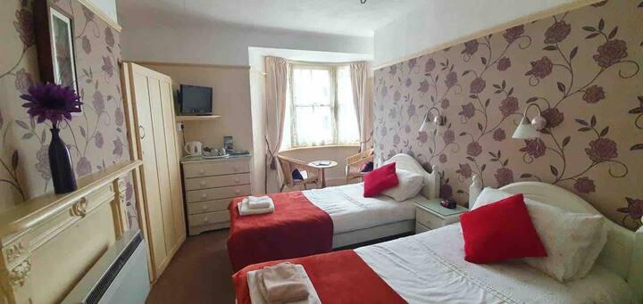 107 En Suite Twin Room with Breakfast, near Pier