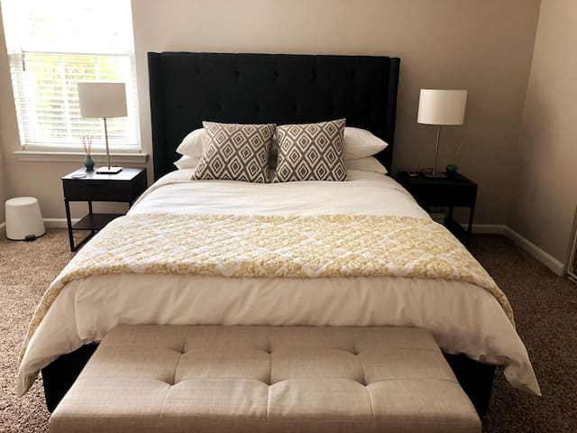 Luxury room minutes from UNCC & Speedway