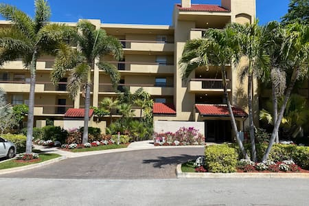 COMFORTABLE CONDO CLOSE TO BEACHES