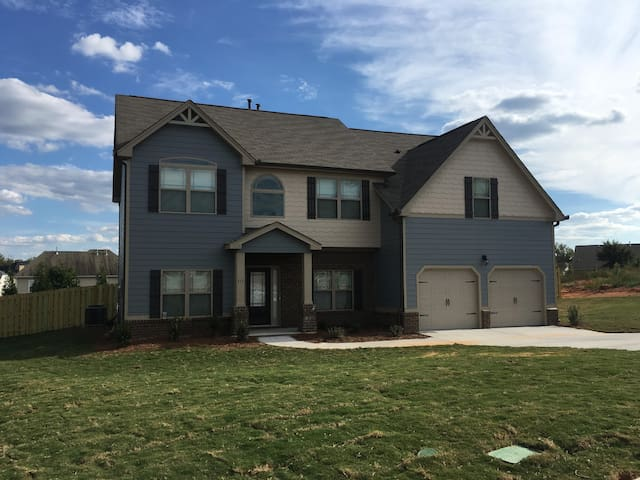 Comfy Queen Bed/Bath Near Greenville - Simpsonville - House