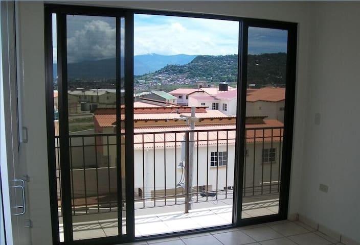 Vista desde el balcón del cuarto principal