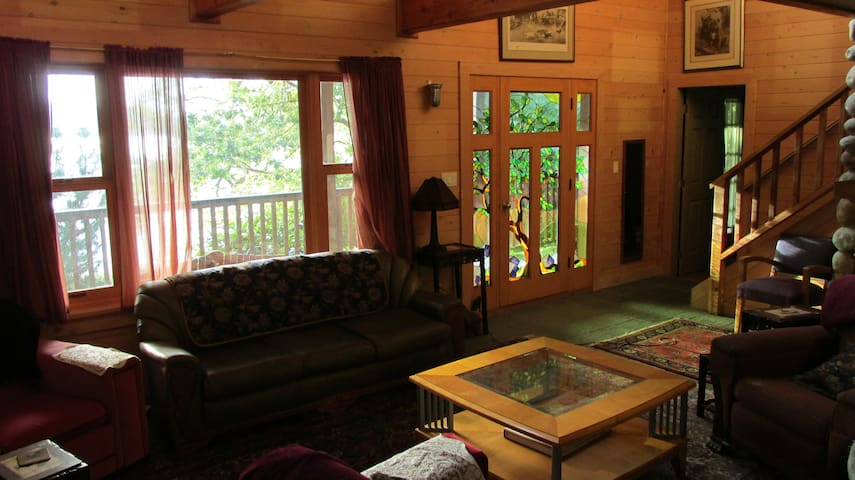 Montague Lodge on Galiano