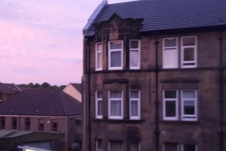 Private flat close to Glasgow Airport