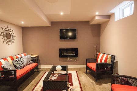 Gorgeous furnished private living space in Oshawa - Oshawa - Hus