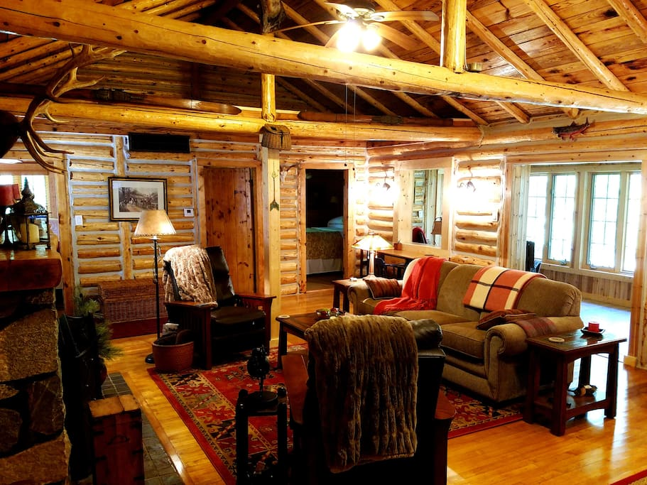 Relax in Classic North Woods Comfort