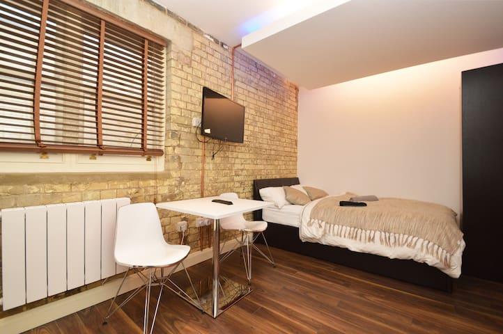 Dan's Shoreditch Studio 15 - 3rd floor rear