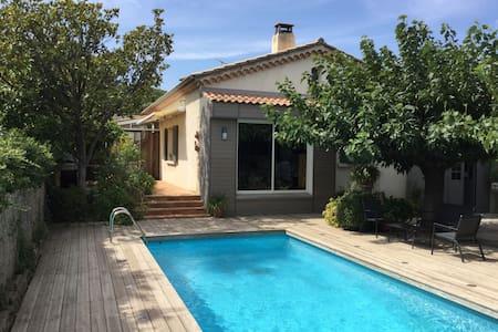 maison individuelle avec piscine - Villeneuve-lès-Avignon - Hus