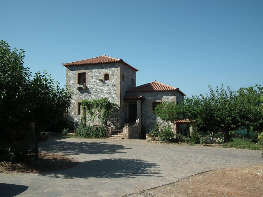 The entrance of the maisonette of the villa