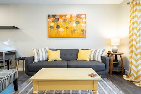 Cozy condo, perfect for your next business trip!