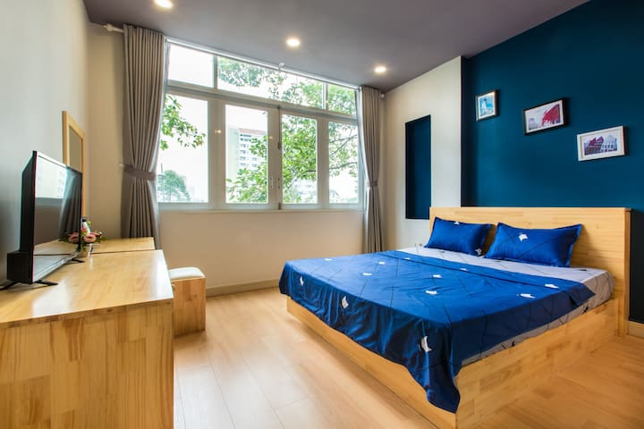 Kingsize-bed room with Riverview
