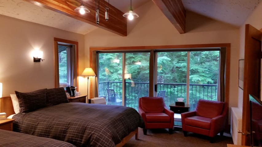 The Lodge Room 18