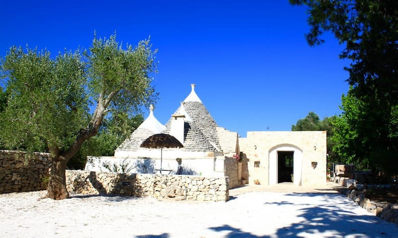 Trullo with swimming-pool for children
