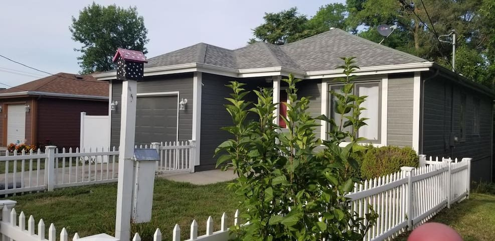 Close to DT Omaha, CHI, CWS -- Cozy Tree House