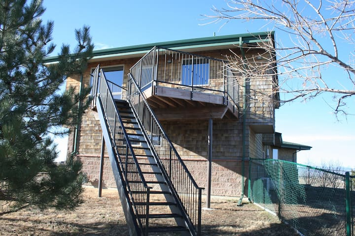 Blue Barrel Farm 2 Bedroom Loft Apt - Fort Collins