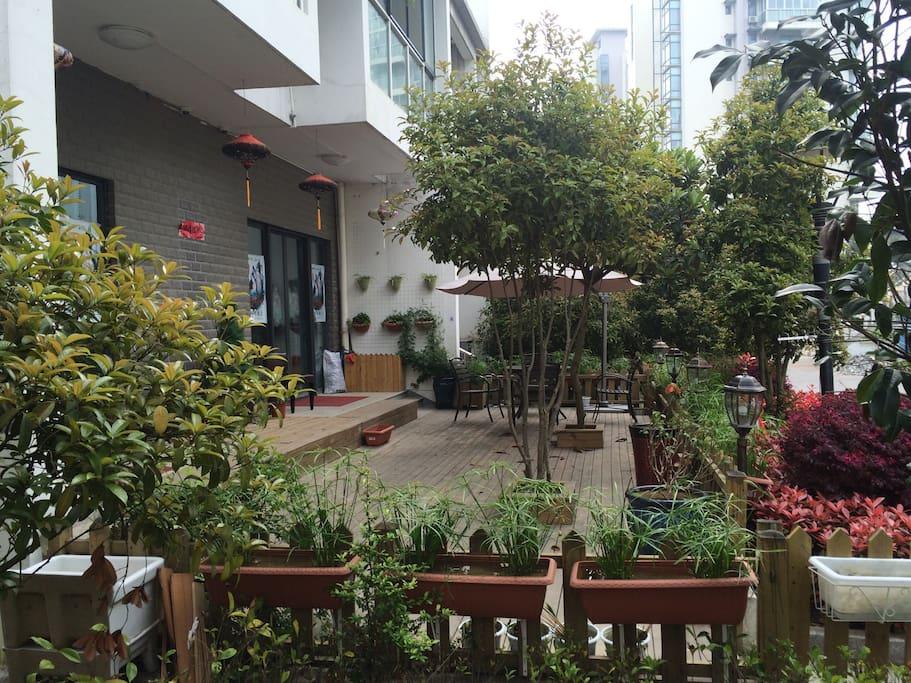 屋前小花园