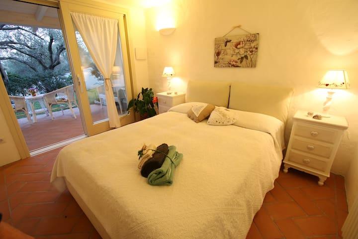 Camera matrimoniale con bagno privato - San Teodoro - Villa