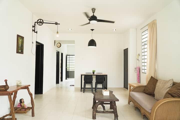 Cozy,  Modern, Spacious UMP Gambang Homestay