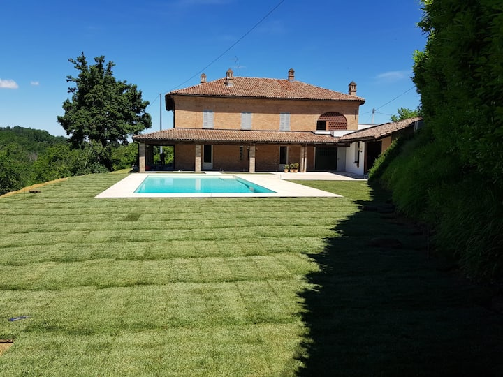 Luxury farmhouse with private pool in Piemonte
