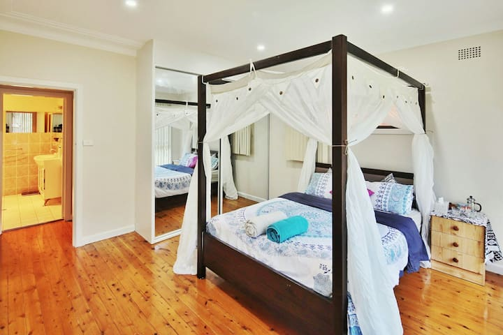 Renovated House in Roselands Centre nr Hurstville - Roselands - Dom