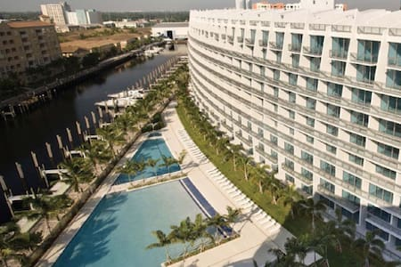 MODERN - COZY - PRIVATE in Aventura - Miami - Kondominium