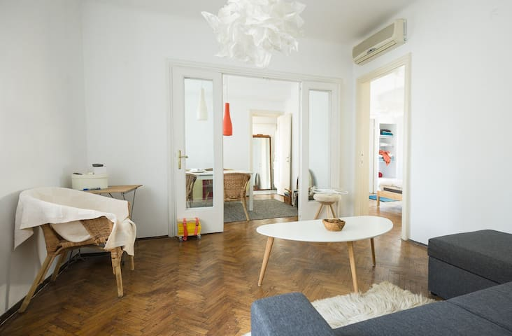 Bright and airy top apartment