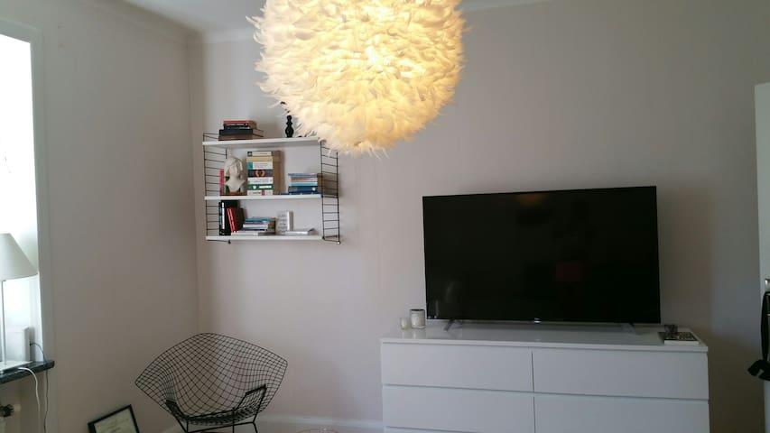 Bright and cozy apartment near the city center - Uppsala
