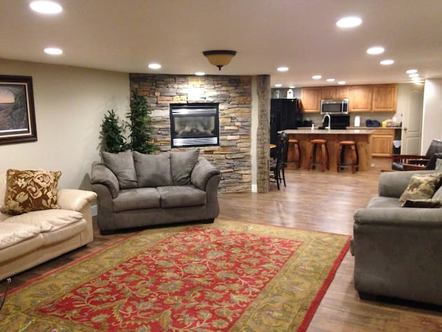 Spacious Getaway in Afton - sleeps 12