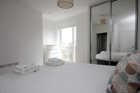 Luxury Limehouse Marina 1-bed Apartment - Londra