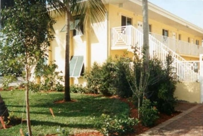 Perfect location in Olde Naples