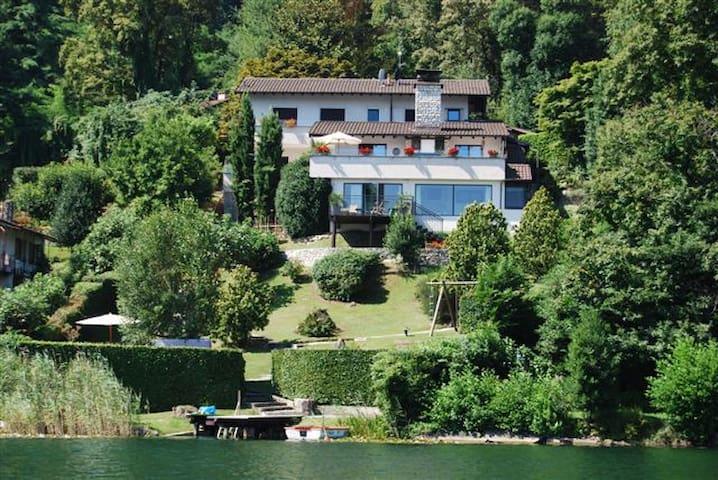 Waterfront Villa with private dock -Lago di Monate