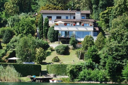 Waterfront Villa with private dock -Lago di Monate