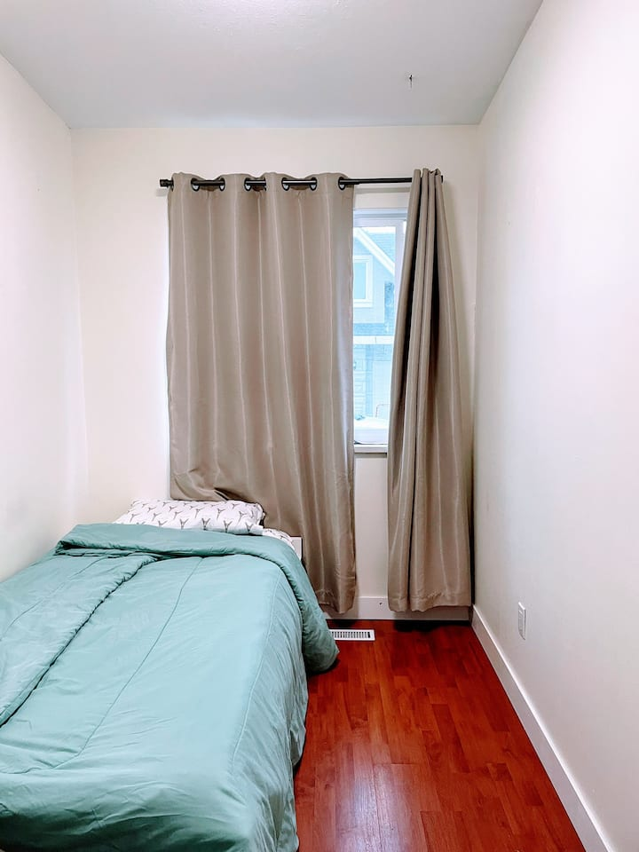 LOCATION! 30 mins from Downtown, Vancouver