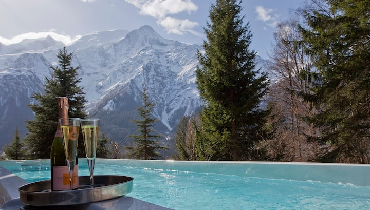 Spectacular 7-bed chalet, Heated Pool & Hot Tub