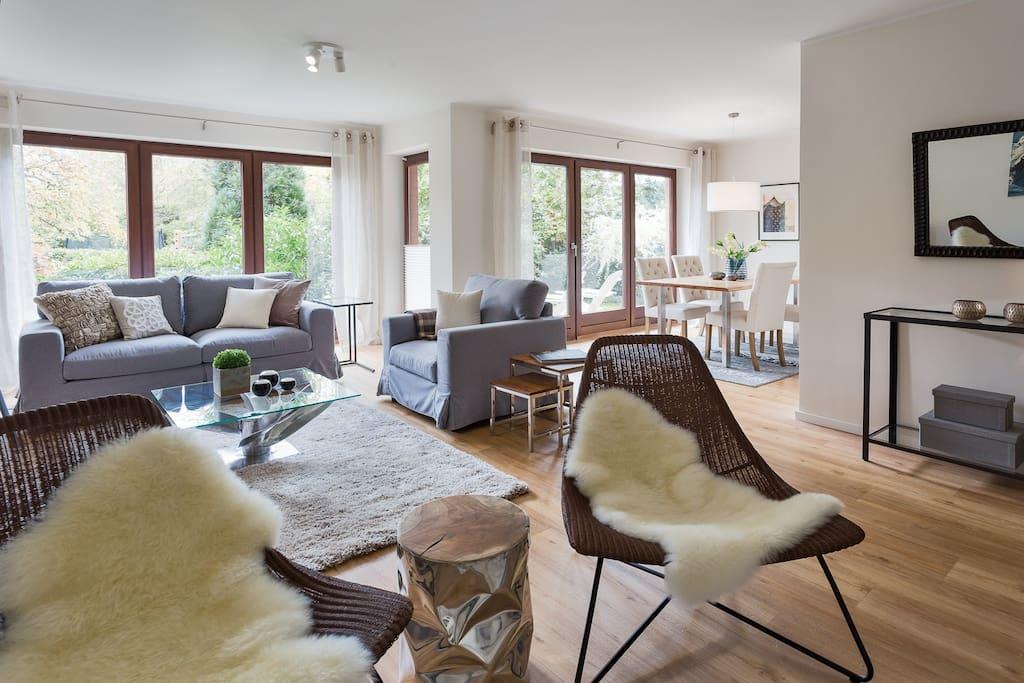 Wohn-/Esszimmer / Living & Dining Room