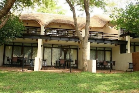 Kwa Maritane Bush Lodge-Luxury self catering acco - Pilanesberg National Park