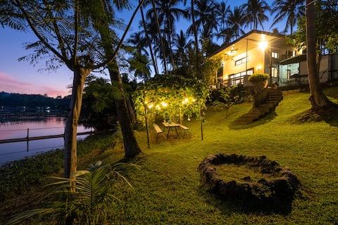 SIETE LAGOS LAKE CABIN - Beautiful lakefront house